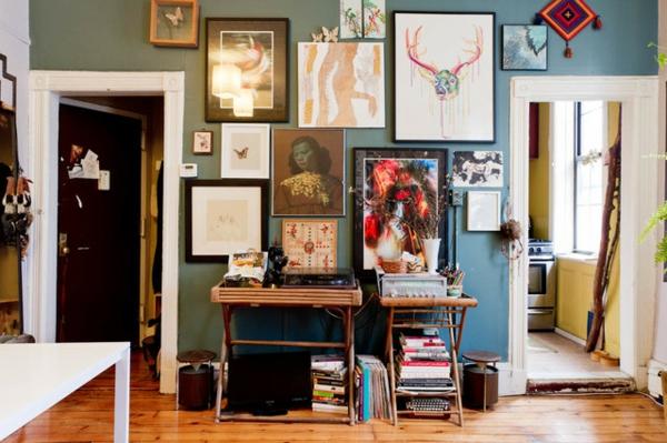 das kleine studio apartment viele bilder und persönliche gegenstände