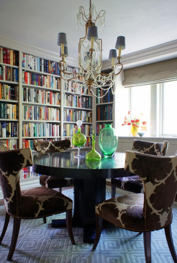 dekoration kleiner räume glas und flaschen in neongrün elegante stühle gemustert