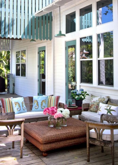 die veranda im sommer gestalten bank kissen gestreift