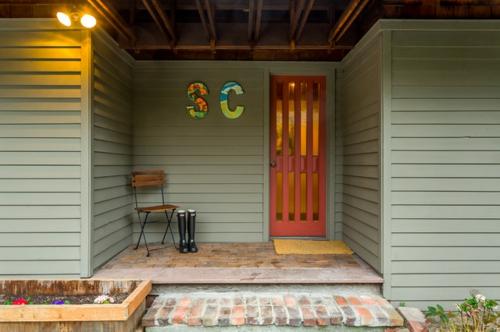 die veranda im sommer gestalten stuhl holz eingangstür