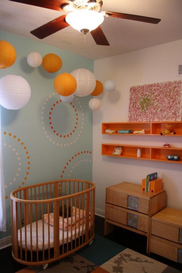 Ein Magisches Ambiente Mit Lampions Dezente Kinderzimmer Ausstattung Orange  Und Weiß