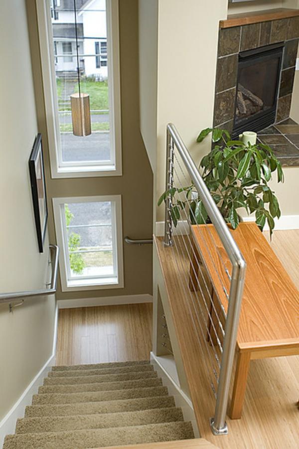 eine robuste zimmerpflanze schlichtes treppenhaus metallgeländer