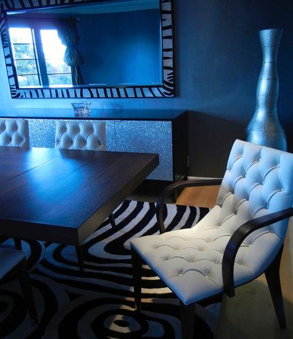 elegantes esszimmer blaue beleuchtung bodenvase auffallend