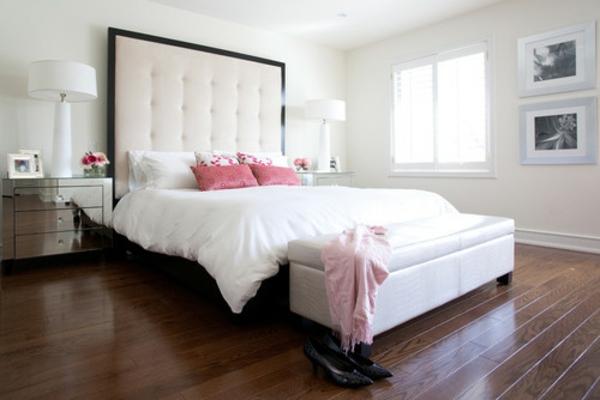 elegantes kopfteil in schwarz und weiß hoch gepolstert pink kissen