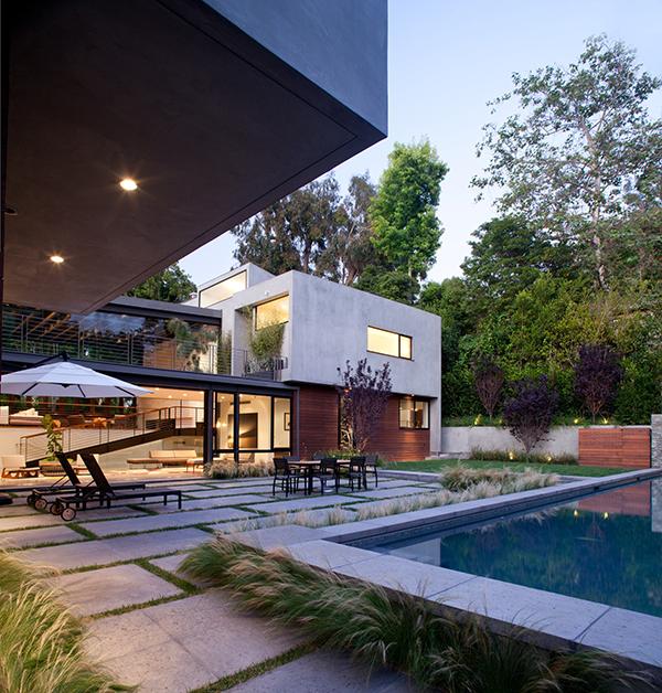 extravagante residenz innerhalb einer bezaubernden landschaft pool sitzecke