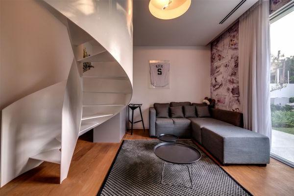 extravagantes familienhaus feine wendeltreppe in weiß