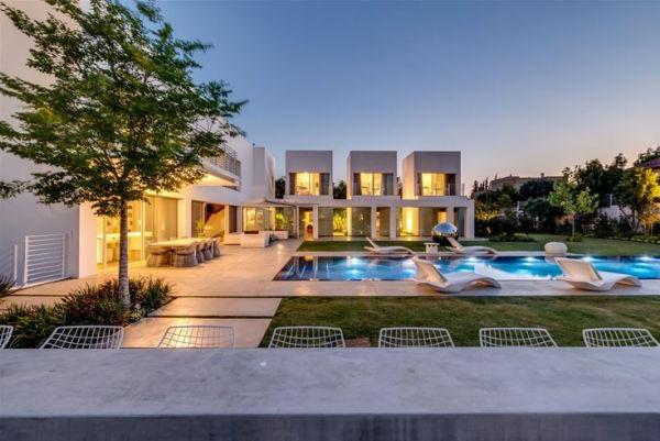 extravagantes familienhaus lange bartheke direkt am pool