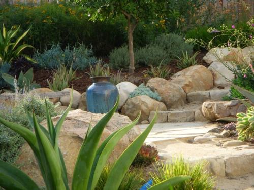findlinge im garten landschaft cool schön steine
