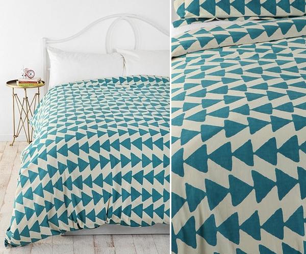 geometrische figuren im interior design bettwäsche schlafzimmer weiß blau