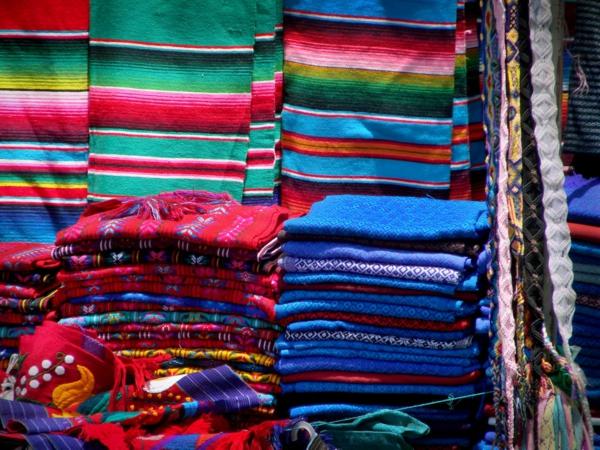 gewebte kunstwerke aus mexiko anregende farben