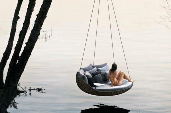 tolle hängende liege nach dem schwimmen die frische luft genießen