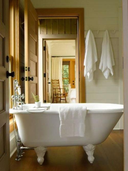 interior design im landhausstil einrichten badewanne tücher bad