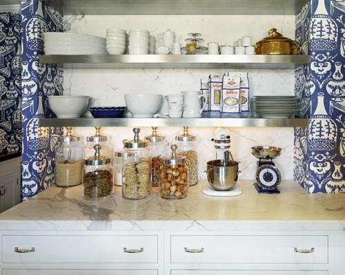 küche bäckerei offene regale geschirr gewürze gläser