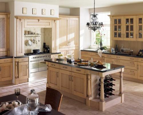 küchen einrichtung holz hell kronleuchter wohnlich design