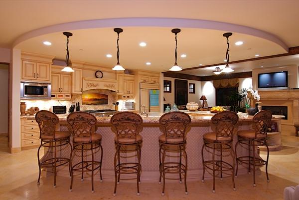 kücheninsel design ideen antik barstühle filigrane pendellampen