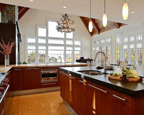 kücheninsel design pendelleuchten fenster hell