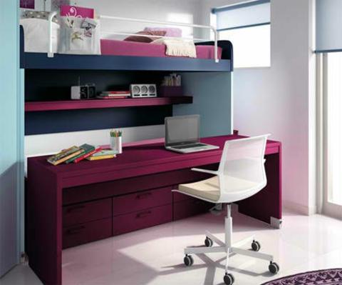 schickes kinderzimmer design violette farben für den schreibtisch