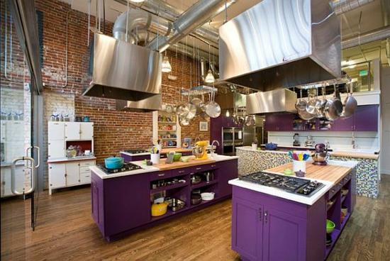lila farbpalette in der küche kochfläche