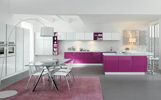 lila farbpalette in der küche weiß kombiniert stehlampe bowl
