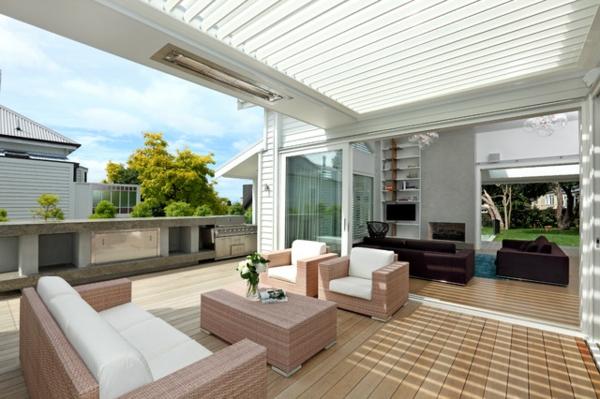 lounge terrasse wie im boutique hotel minimalistisch aus hellem rattan