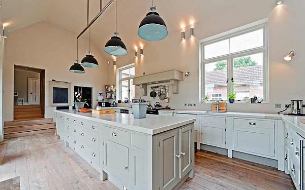 luxus küchen designs weiß eingebaute graue küchenschrank hängelampen
