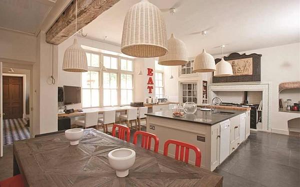 luxus küchen designs weiß eingebaute küchenschrank pendelleuchten