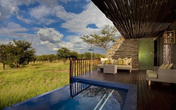 luxus gästehaus überdachte ruhige terrasse steine und holz