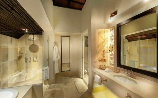 luxus lodge großer spiegel und gläserne duschkabine