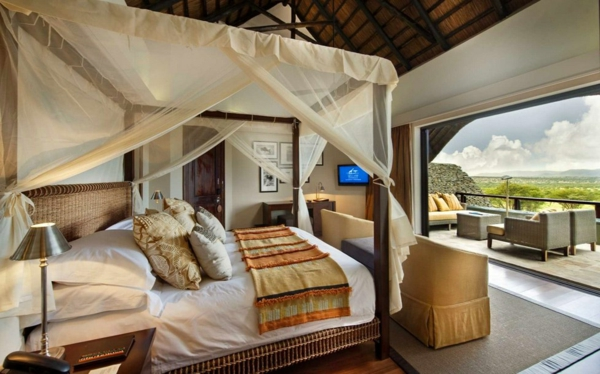 luxus lodge stilvoller baldachin und panoramafenster