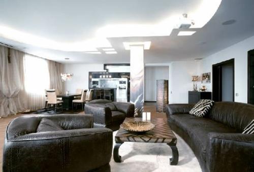 Moderne Wohnzimmer Sitzecke Mit Bodenkissen. Schmuck Dekor ... Wohnzimmer Luxus Design