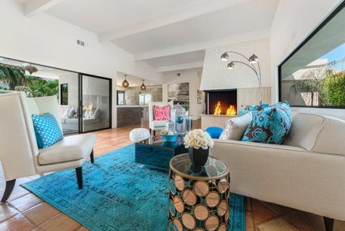 marokkanisches Flair im Interieur Design teppich blau kissen