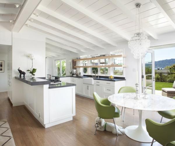 mehr ordnung im haus elegante zeitgenössische küche mit grünen akzenten