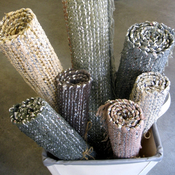 metallglanz bei interior design kleine teppiche mit silberne fäden