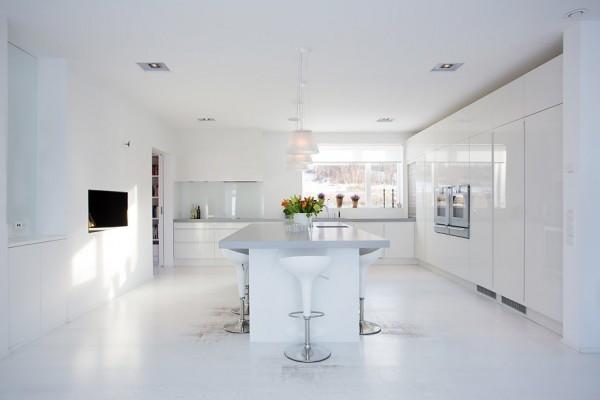 moderne schwedische villa eingebaute küchenschränke glanzvoll