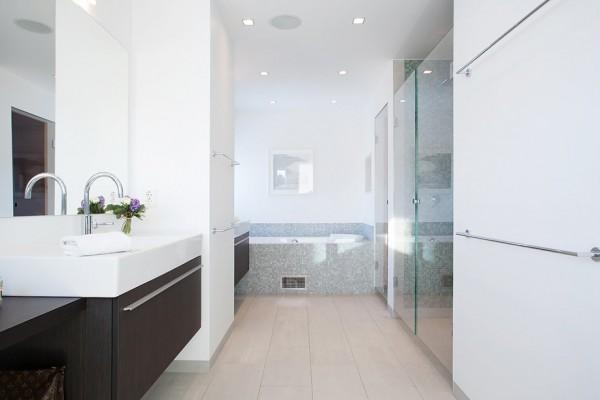 moderne schwedische villa weiß badezimmer waschbecken