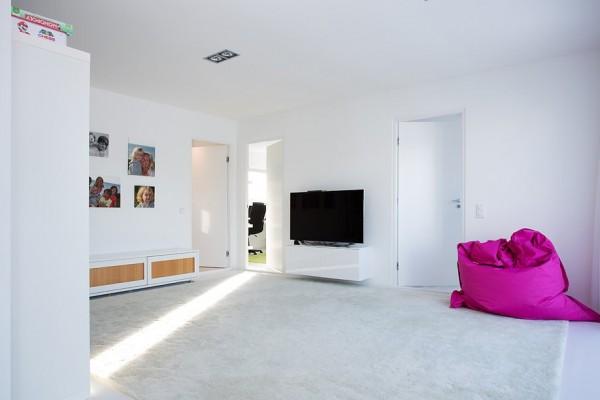 moderne schwedische villa weiß sitzsack rosa
