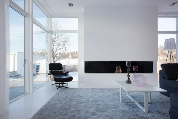 moderne schwedische villa weiß wand einbaukamin wohnbereich
