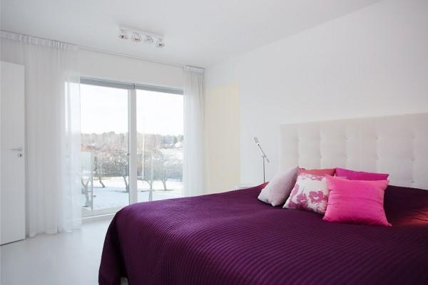 moderne schwedische villa weiß wand schlafzimmer bettwäsche