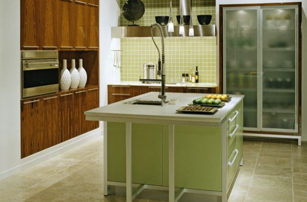 moderner kühlschrank mit glastür grün kücheninsel holz möbel