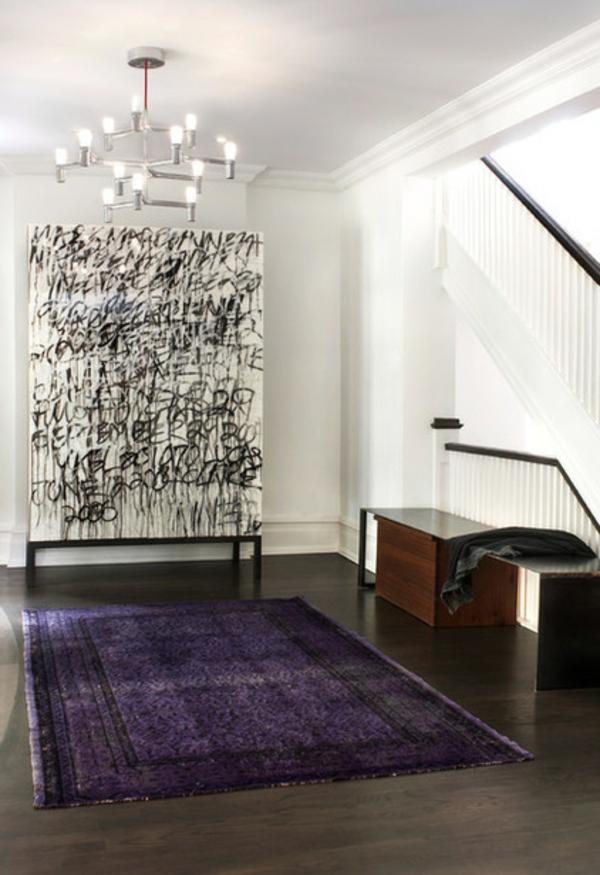 neues haus abstrakte kunst gemälde und dunkel lila teppich