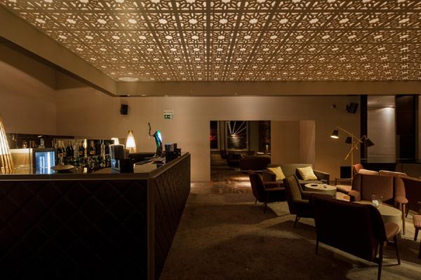 einrichtung mit originellen designer akzenten in portugiesischer bar. Black Bedroom Furniture Sets. Home Design Ideas