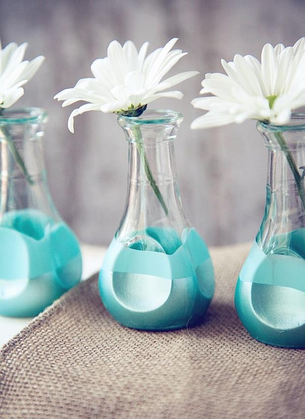 türkis deko wohnzimmer:originelle diy vasen klein und birnenförmig in türkis nahaufnahme