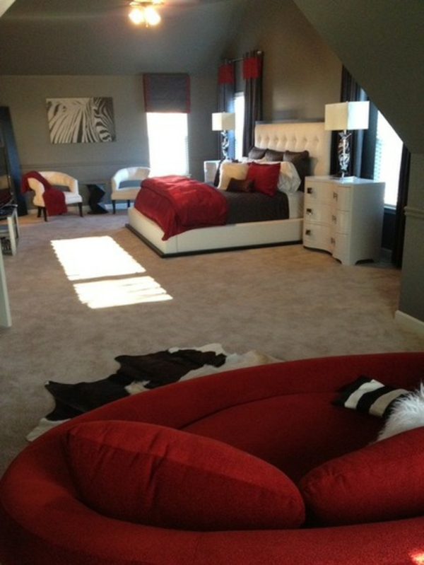 Romantische Schlafzimmer Zebra Motive Und Dunkel Rote Akzente
