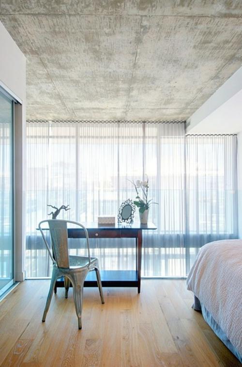 ruhiges cooles haus design beton zimmerdecke schreibtisch schubladentisch