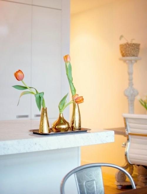 ruhiges cooles haus design tulpen rot blumenvasen