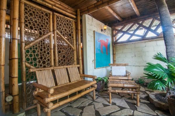 südsee stil für ihr haus bambus möbel große steinplatten auf dem boden