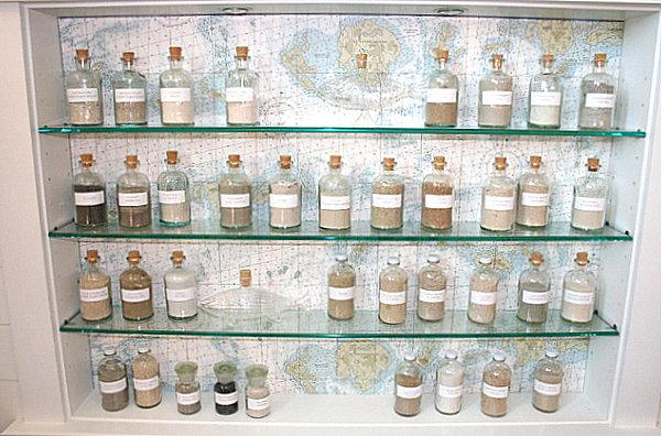 sammlung mit flair apotheken stimmung viele flaschen auf glasregalen