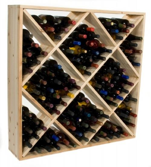 schicke Weinregale und Ständer aus Holz rautenförmig