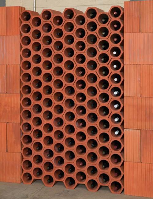 schicke Weinregale und Ständer aus Holz terrakotta