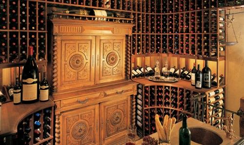 schicke Weinregale und Ständer aus Holz vintage keller